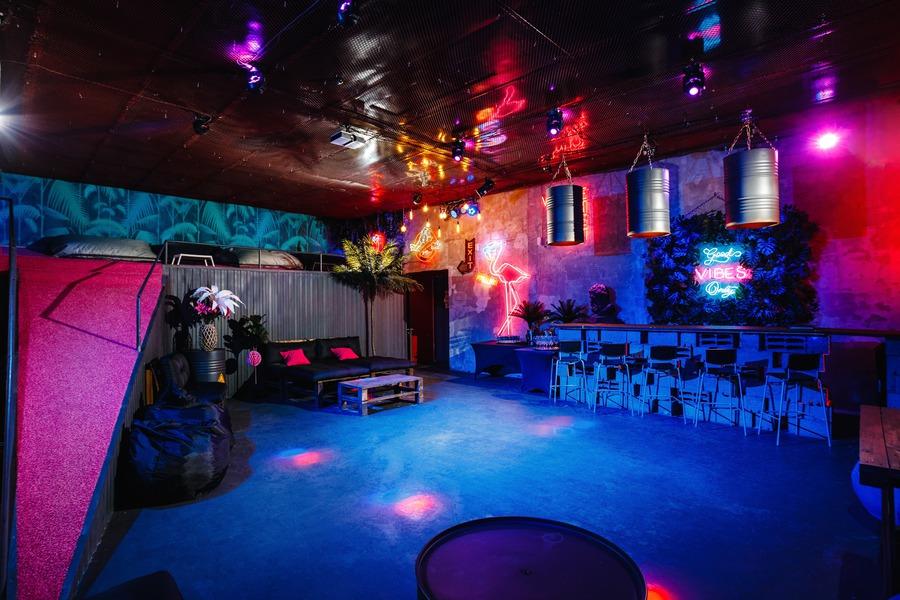 Москва лофт ночной клуб б52 клуб сайт москвы