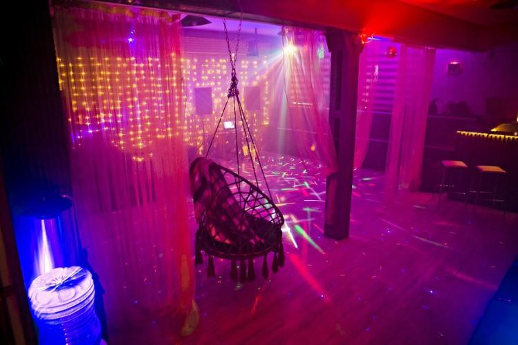 Бармен в ночной клуб на выходные москва ночной клуб распутин нижний новгород