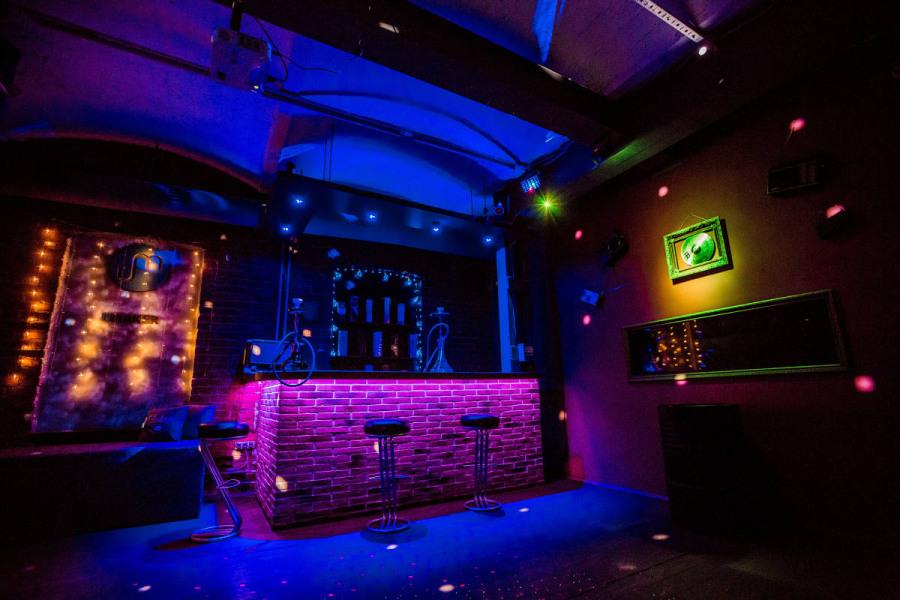 Клуб в москве метро драка в москве у ночного клуба